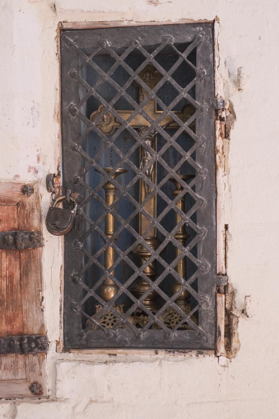 Wallfahrtskirche Tremmen, vergitterte Nische