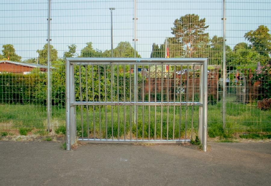 RAW Foto 8: Fußball-Tor auf Sportplatz in Staaken