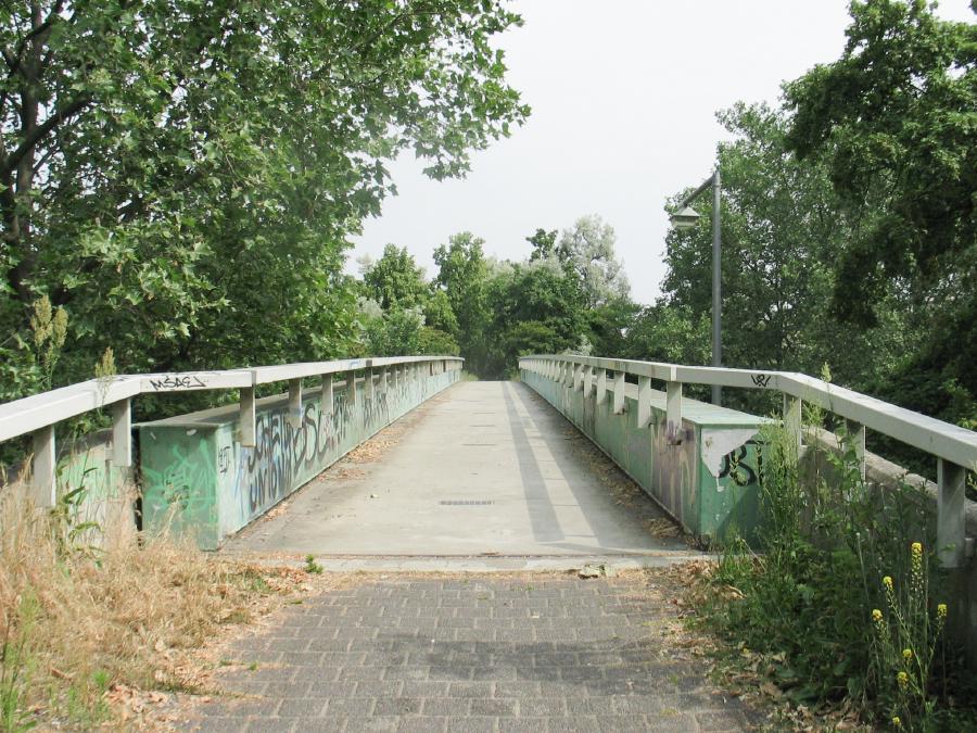 Jpeg Foto 3: die Fußgängerbrücke über die Heerstraße