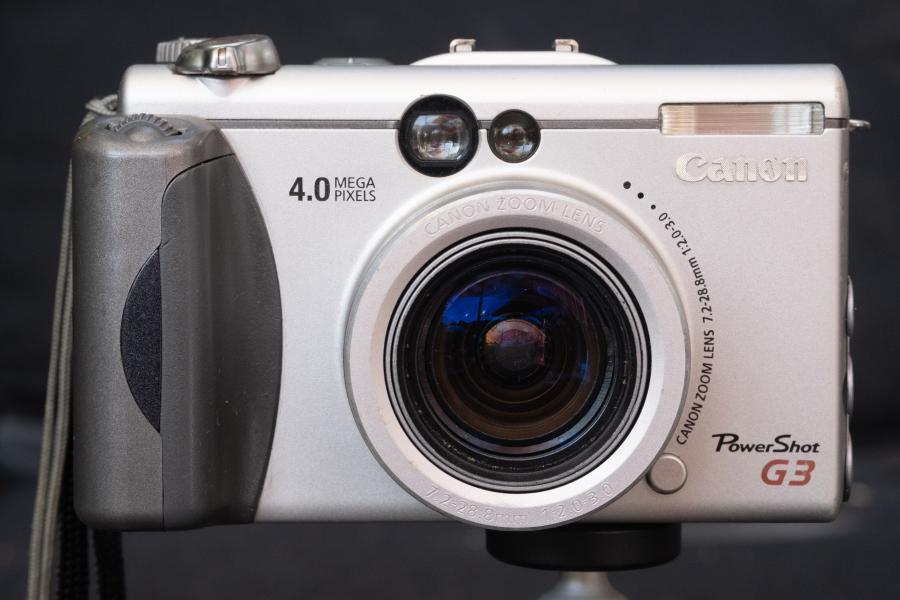 Canon Powershot G3, Vorderseite