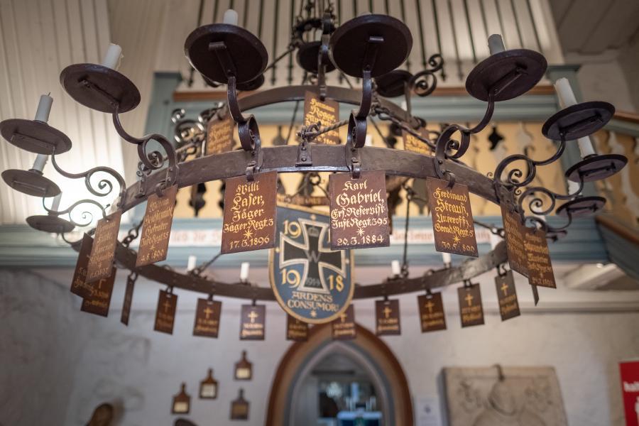 Gedenkleuchter der Kriegstoten des ersten Weltkrieges, Kirche Bötzow
