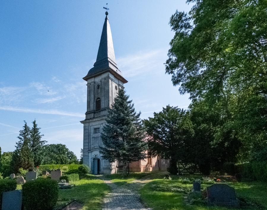 Außenansicht Dorfkirche Schwante