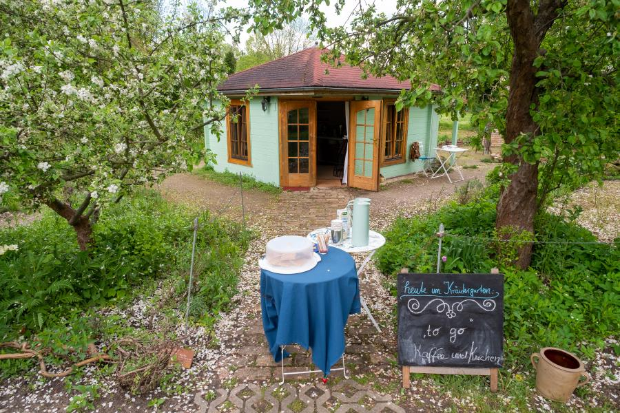 Kleiner Kaffeeausschank am Kräutergarten im Kloster Lehnin